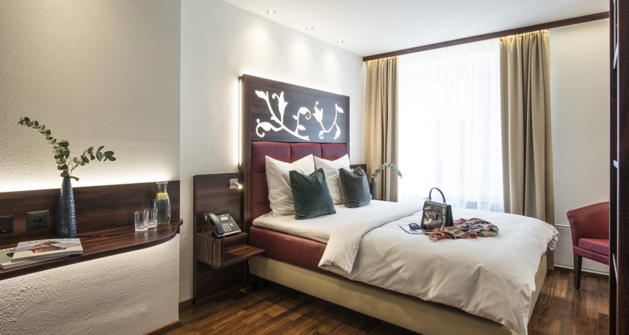 Schönes Doppelzimmer im Hotel Scheuble bei dem man günstige Zimmer buchen kann