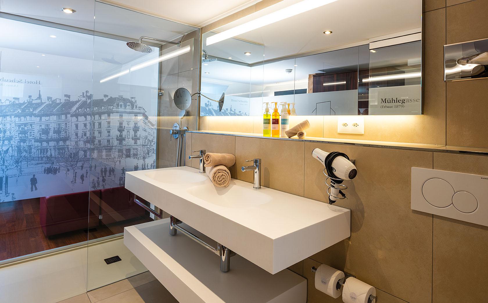 Badezimmer im Hotel Scheuble