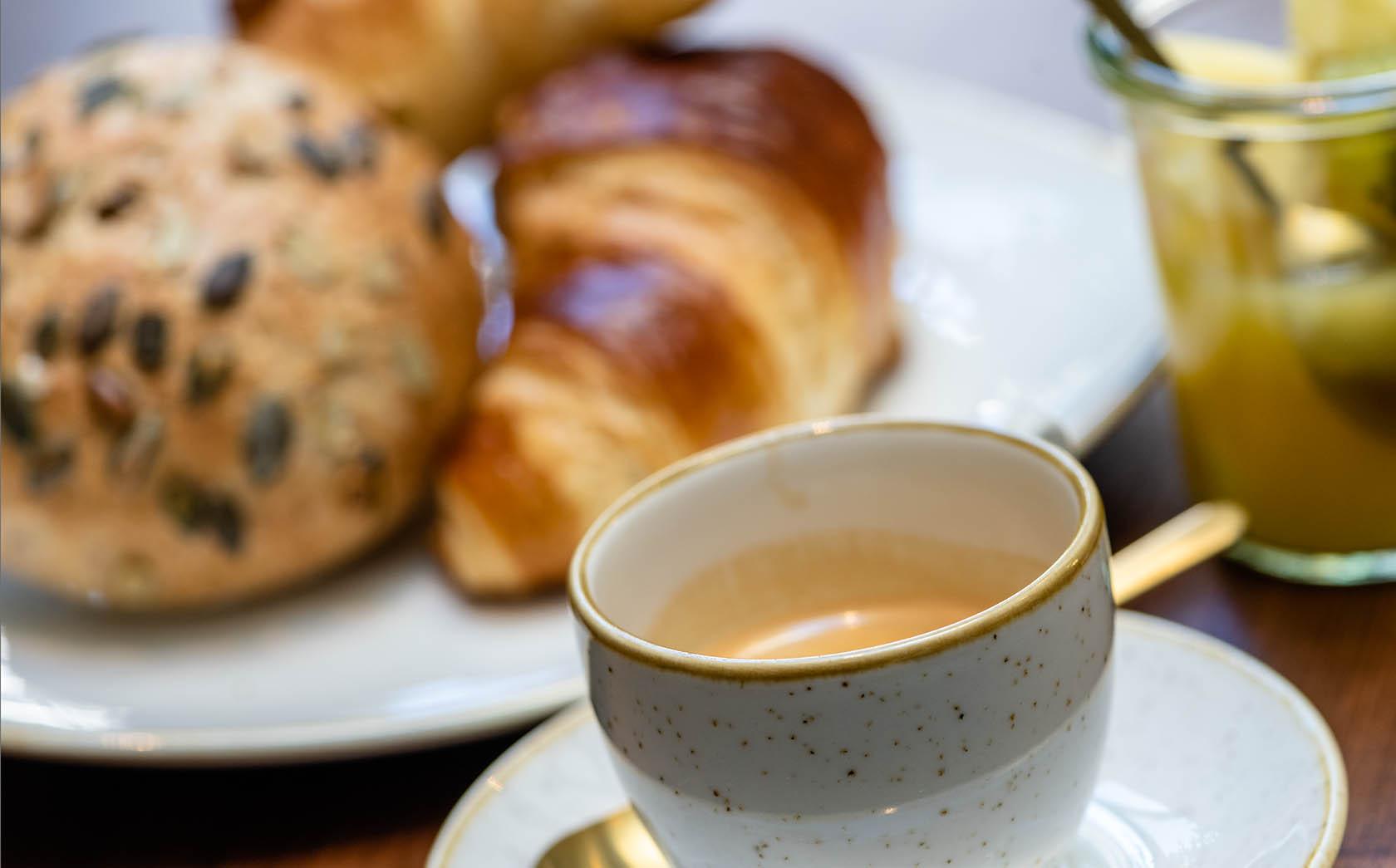 Frühstück mit Kaffee bei Hotel Scheuble
